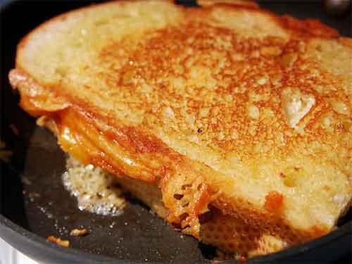 Grilled Cheese Sandwich mit Zwiebeln